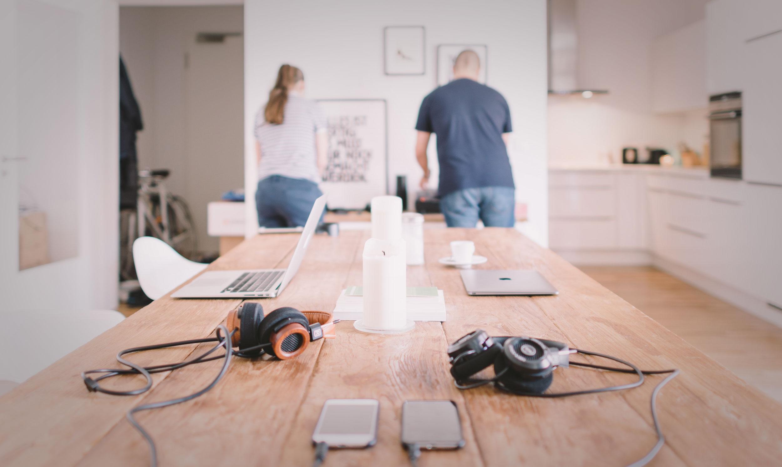 Bryne Elektriske AS - Våre elektrikere hjelper deg med å gjøre boligen din smartere.