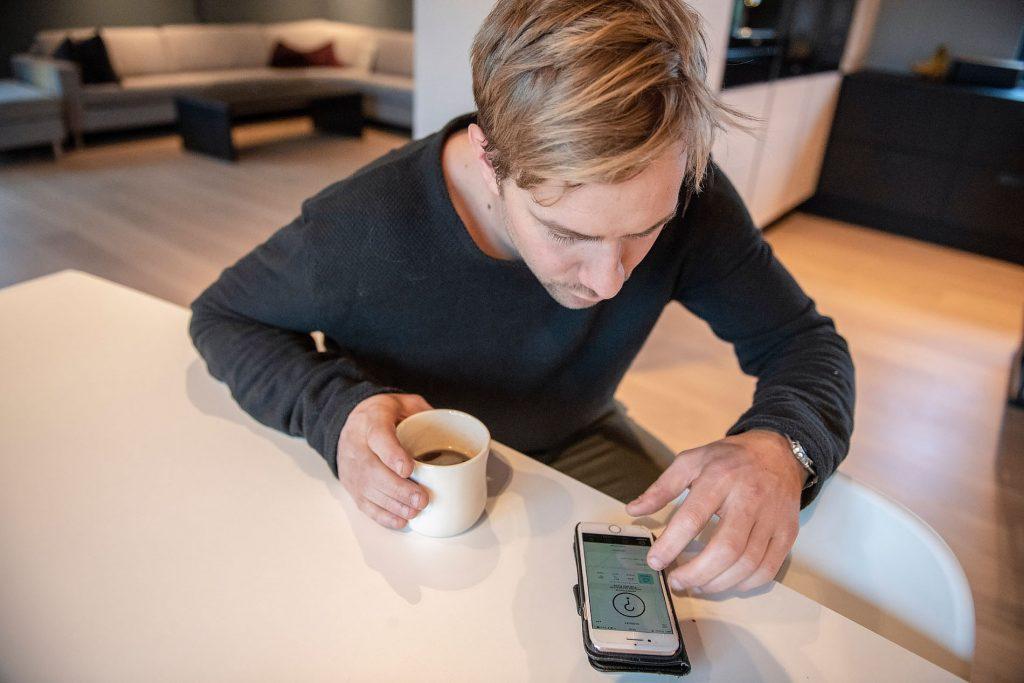-Å kunne styre alt fra en app er helt genialt, sier boligeier Harald Kvia